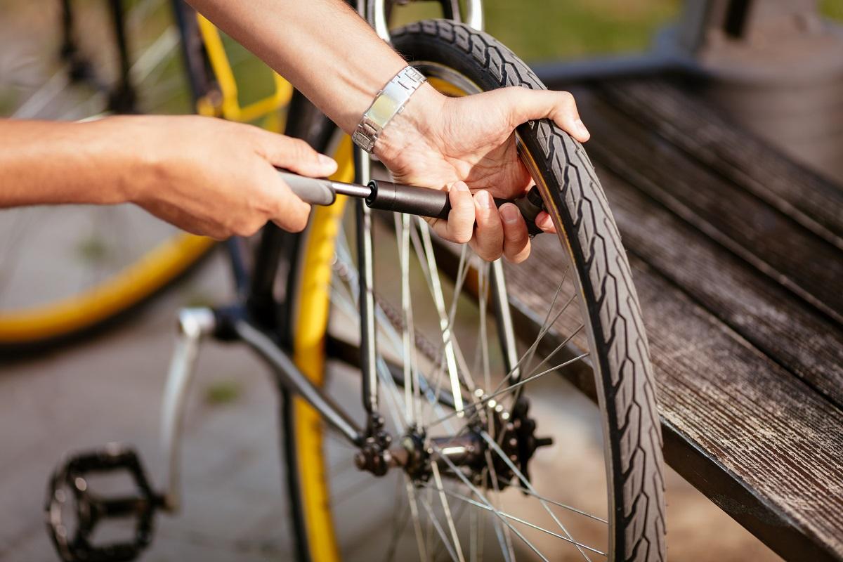 How to check bike tire pressure with Presta valve