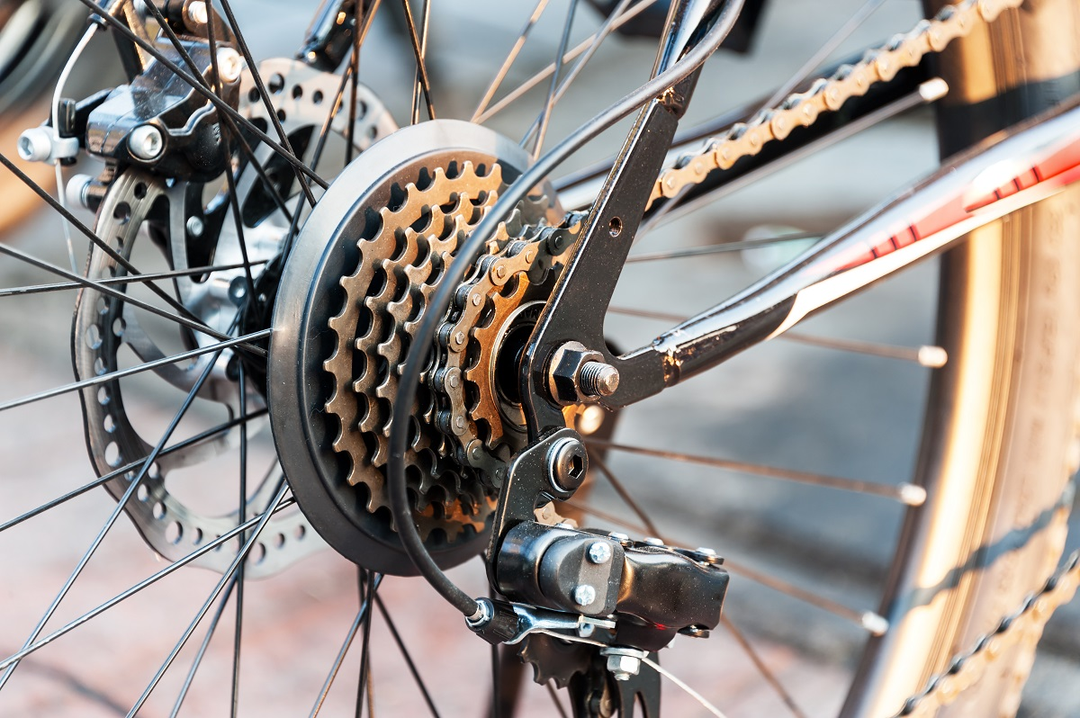How to take apart a bike cassette