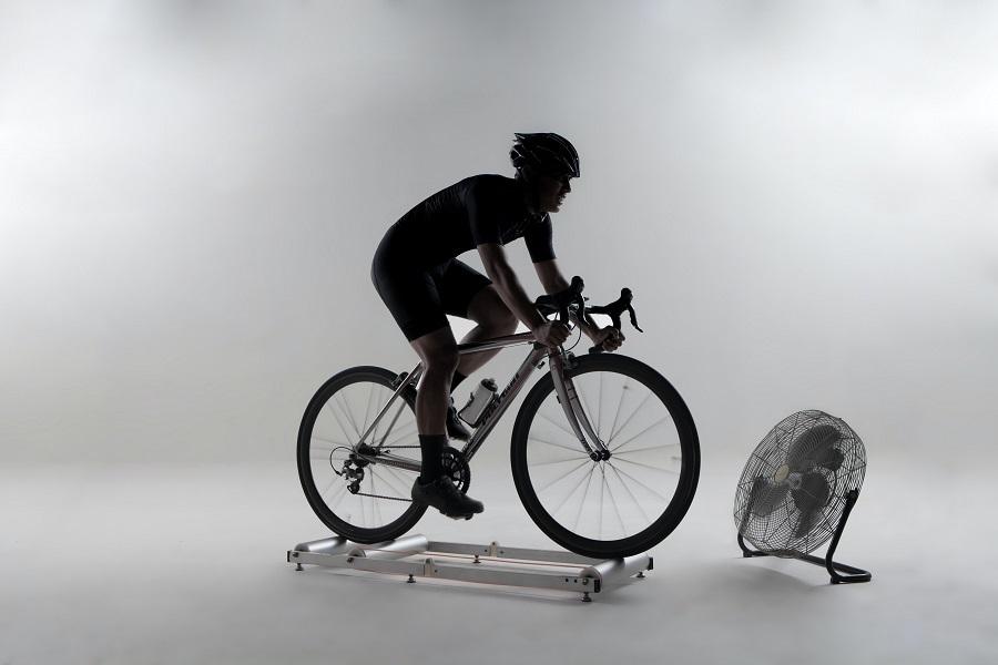 Comment mesurer la distance sur un entraineur de vélo à domicile