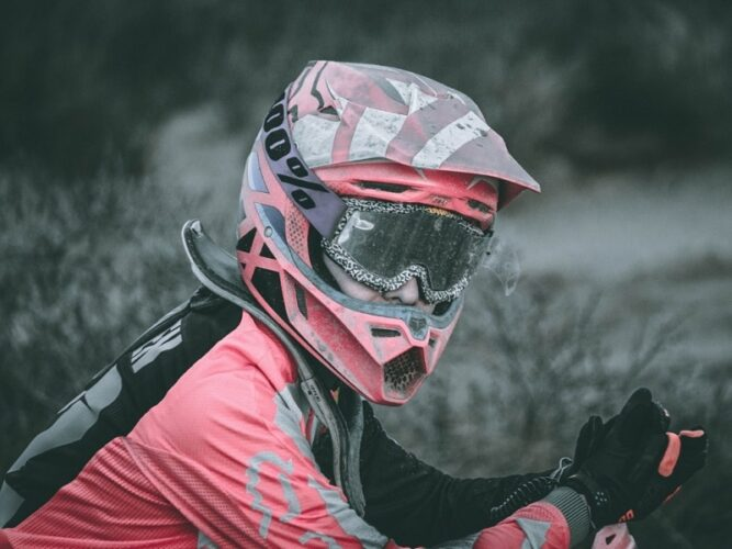 How to defog bike helmet visor