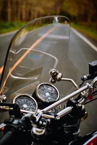 Adjust motorcycle windscreen reduce wind noise