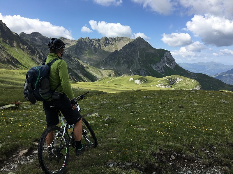 Best Electric Bikes for Climbing Steep Hills [Guest Post]